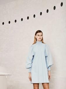 Niebieska sukienka Ichi z okrągłym dekoltem