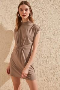 Brązowa sukienka Trendyol dopasowana mini