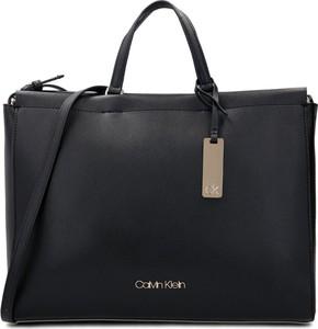Czarna torebka Calvin Klein do ręki