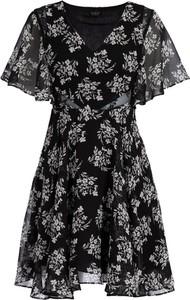 Sukienka Guess z dekoltem w kształcie litery v rozkloszowana w stylu casual