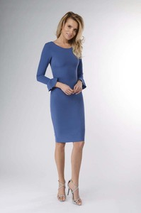 Niebieska sukienka Nommo midi z okrągłym dekoltem z długim rękawem