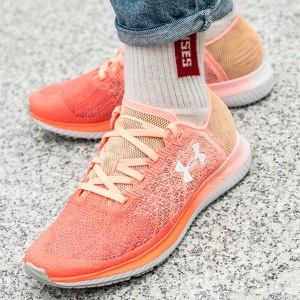Różowe buty sportowe Under Armour sznurowane z płaską podeszwą