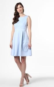 Niebieska sukienka Marie Lund z okrągłym dekoltem