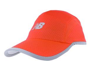 Pomarańczowa czapka New Balance w sportowym stylu