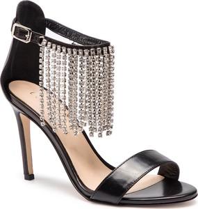 Sandały Eva Minge w stylu klasycznym na wysokim obcasie z klamrami