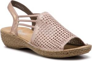 Różowe sandały Rieker w stylu casual na koturnie