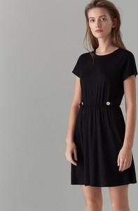 511a0264f0 Czarna sukienka Mohito z krótkim rękawem z okrągłym dekoltem