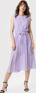 Fioletowa sukienka born2be z okrągłym dekoltem midi