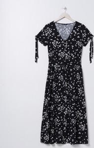 Sukienka Sinsay w stylu casual rozkloszowana z dekoltem w kształcie litery v