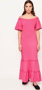 Różowa sukienka Byinsomnia z bawełny z krótkim rękawem
