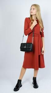 Czerwona sukienka Olika rozkloszowana midi w stylu casual