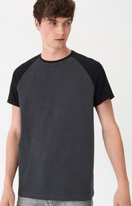 Czarny t-shirt House z krótkim rękawem