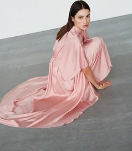 Różowa sukienka Reserved maxi oversize