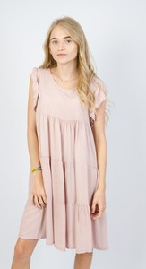 Różowa sukienka Olika w stylu casual z krótkim rękawem z okrągłym dekoltem