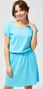 Niebieska sukienka Moodo mini z krótkim rękawem z bawełny
