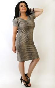 Brązowa sukienka Oscar Fashion z krótkim rękawem ze skóry