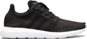 Czarne buty sportowe Adidas sznurowane