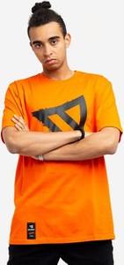 Brązowy t-shirt Dystrykt z nadrukiem