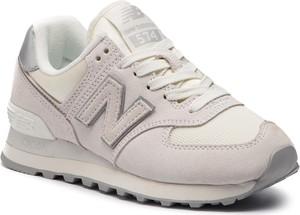 Różowe buty sportowe New Balance z zamszu w sportowym stylu na koturnie