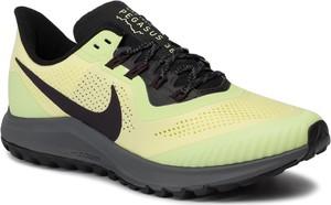 Żółte buty sportowe Nike