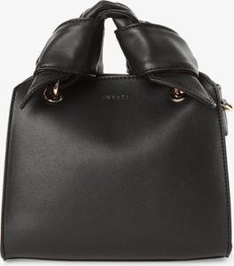 Czarna torebka Inyati zdobiona do ręki