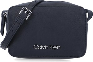 Czarna torebka Calvin Klein w stylu casual matowa średnia