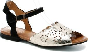 Sandały Maciejka z płaską podeszwą ze skóry z klamrami