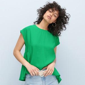 Zielona bluzka Reserved z okrągłym dekoltem z krótkim rękawem w stylu casual