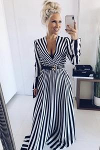 Sukienka Ivet.pl z długim rękawem