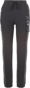 Czarne spodnie born2be z dresówki w sportowym stylu