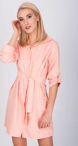 Różowa sukienka Zoio z długim rękawem koszulowa
