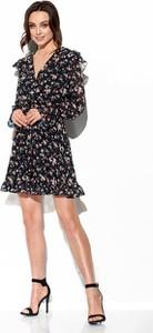 Czarna sukienka Lemoniade w stylu boho wyszczuplająca z długim rękawem