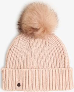 Różowa czapka Marie Lund