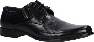 Czarne buty Casu sznurowane