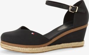 Granatowe sandały Tommy Hilfiger z klamrami na koturnie