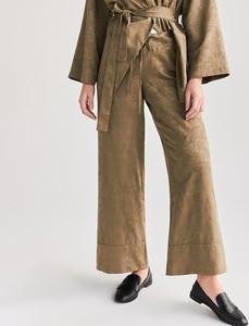 Zielone spodnie Reserved z żakardu