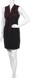 Czarna sukienka Studio M z dekoltem w kształcie litery v mini bez rękawów