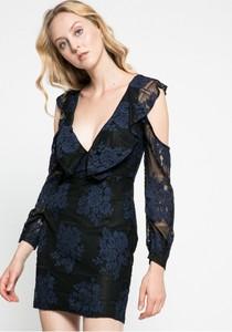 Czarna sukienka Missguided z dekoltem w kształcie litery v z długim rękawem