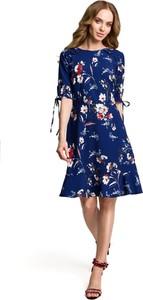 Granatowa sukienka MOE z okrągłym dekoltem w stylu casual