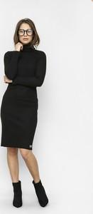 Czarna sukienka Freeshion z golfem midi z długim rękawem