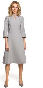 Sukienka MOE z dekoltem typu choker