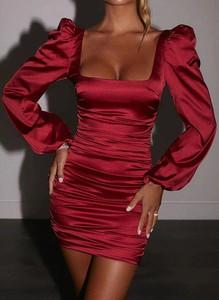 Czerwona sukienka Arilook w stylu casual hiszpanka dopasowana