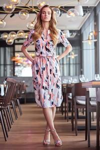 Sukienka Style z tkaniny z dekoltem w kształcie litery v midi