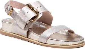 Złote sandały Carinii ze skóry z płaską podeszwą z klamrami