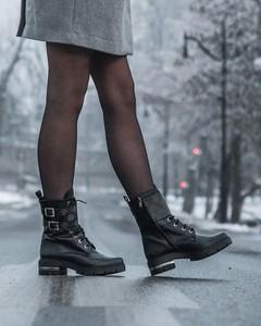 Czarne botki Stagórs w stylu casual z płaską podeszwą ze skóry