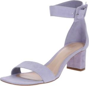 Fioletowe sandały Filippa K na obcasie z klamrami
