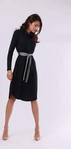 Czarna sukienka Nommo z golfem