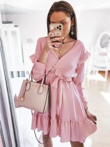 Różowa sukienka magmac.pl z dekoltem w kształcie litery v mini