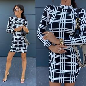 Sukienka Hollywood Dream z długim rękawem z golfem mini