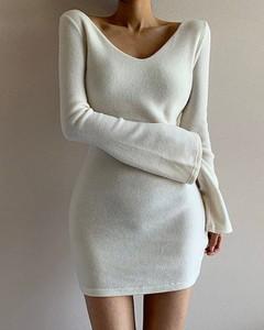 Sukienka Kendallme z dekoltem w kształcie litery v z odkrytymi ramionami z długim rękawem